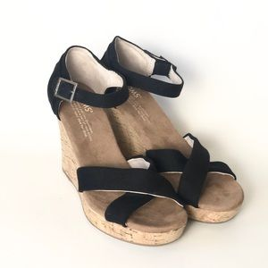 {Toms} Black Cork Wedges